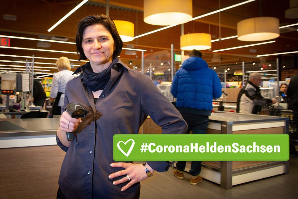 Stressiger und schneller: Corona-Heldin Mandy Brandt im Radeberger Edeka-Markt.