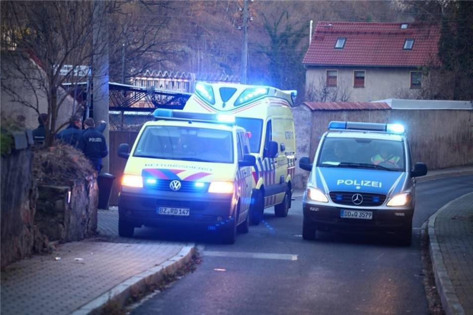 Um zu klären, was genau passiert ist und wie das Fahrzeug ins Rollen kam, hat die Polizei Ermittlungen aufgenommen.