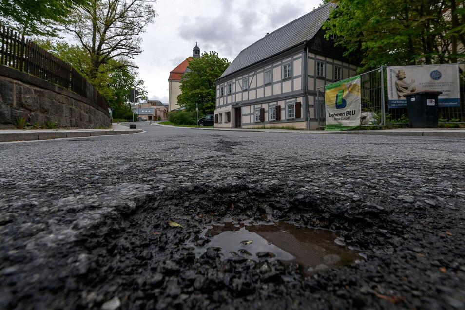 Pfarrgasse in Sebnitz. Die Straße erhält eine neue Asphaltdecke.
