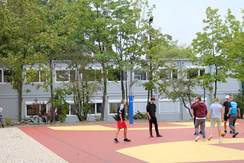 Schulcontainer sind in Meißen kein neuer Anblick. Am Franziskaneum entstand aus Platznot bereits ein solcher Komplex. Jetzt soll ein ähnliches Provisorium für die Questenbergschüler geschaffen werden.