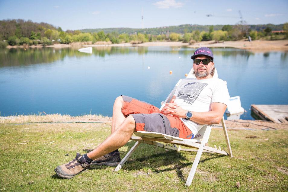 Still ruht der Kiessee in Leuben. Martin Riedel würde seine Wasserskianlage gern wieder öffnen und hat dafür ein Hygiene-Konzept erarbeitet.