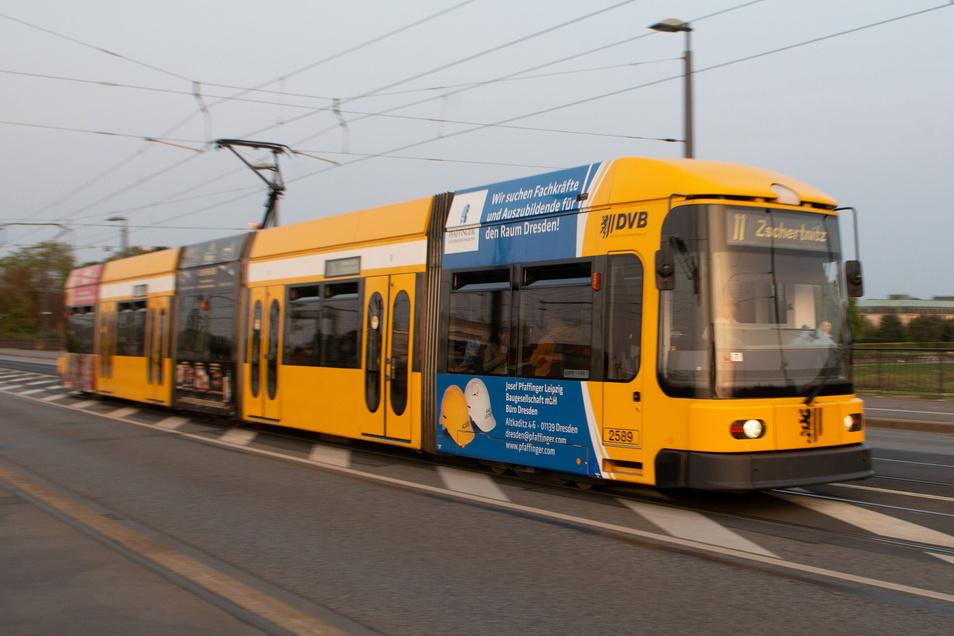 Moderne Technik hält 1995 in Dresden Einzug. Im Dezember wird die erste Niederflur-Straßenbahn vom Typ NGT 6 DD übergeben. Sie fährt noch heute durch Dresden. Über 60 Stück verfügen die DVB, darunter 13 Zweirichtungsfahrzeuge.
