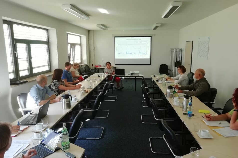 """Derzeit alle 14 Tage trifft sich die Ad-hoc-Arbeitsgruppe """"Extremsituation"""" im brandenburgischen Landesamt für Umwelt in Cottbus. Ihr Job ist es, die Lausitz, den Spreewald und Berlin mit Wasser von Spree und Schwarzer Elster sowie aus dem Braunkohlerevie"""