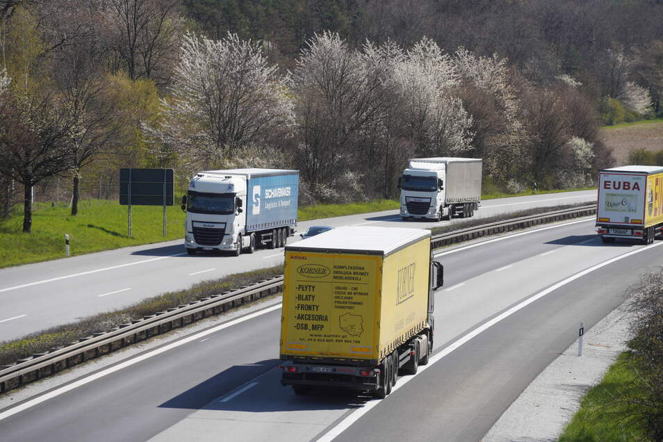 Auf der A 4 wird zwischen Dresden und Görlitz wird an etlichen Stellen gebaut. Deshalb rollt der Verkehr nicht überall so ungehindert wie auf diesem Foto.