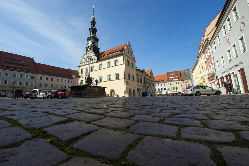 Verwaister Markt in Pirna im März 2020: Das Areal soll künftig auf Dauer verkehrsberuhigt werden.
