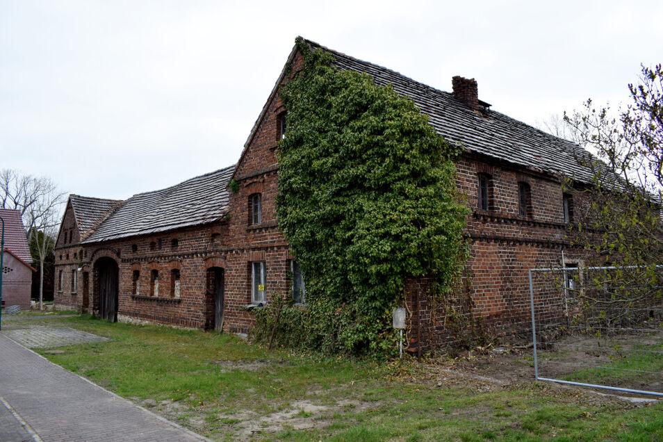 Die vergangenen Jahre haben hier ihre Spuren an diesem alten Gebäudeensemble hinterlassen.