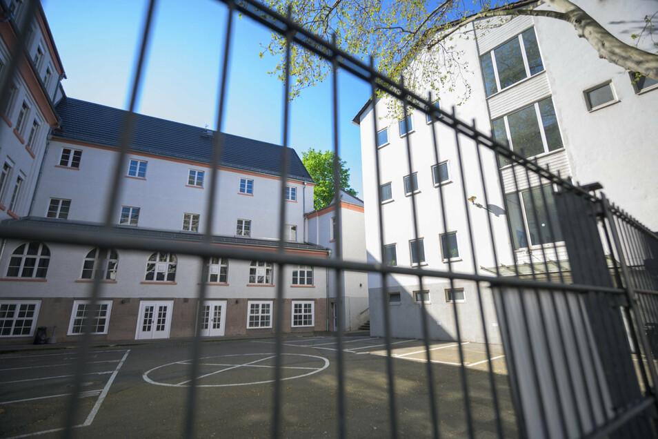 In Sachsen müssten wegen Corona-Infektionen schon einige öffentliche Schulen schließen.