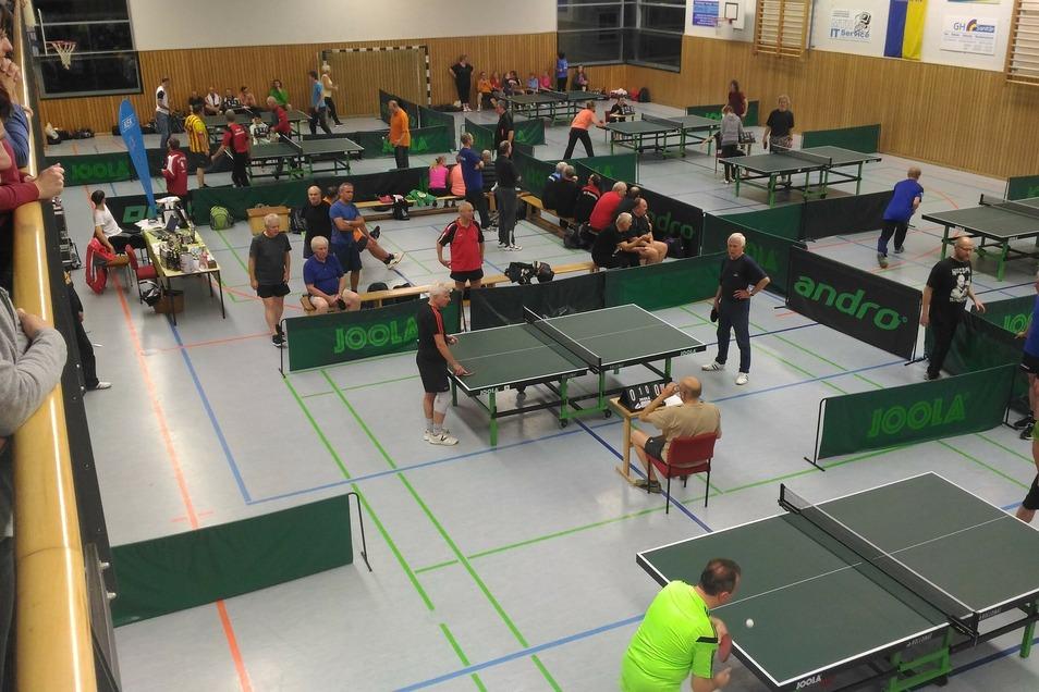 Das Tischtennis-Turnier in Laußnitz ist das größte für Hobbyspieler in Sachsen. Mehr als hundert Teilnehmer kommen jedes Jahr.