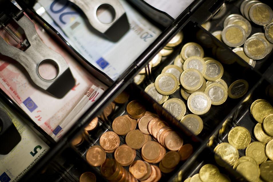 Einbrecher haben Bargeld aus einer Dresdner Gaststätte gestohlen.