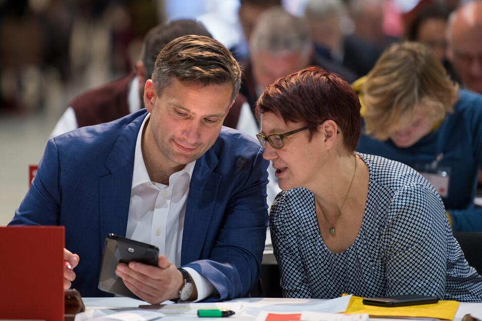Martin Dulig und seine Frau Susann beim Landesparteitag der SPD Sachsen im Jahr 2018. Damals wurde Dulig mit knapp 84 Prozent der Stimmen erneut zum SPD-Landesvorsitzenden gewählt.