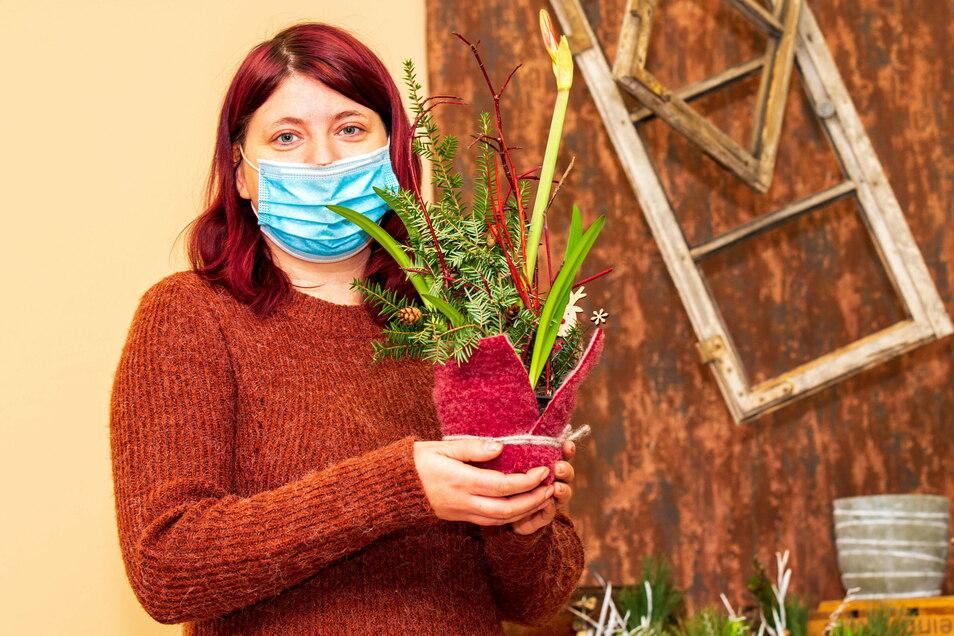 """Christin Horn vom Sebnitzer Geschäft """"Naturverbunden"""" macht es vor - sie bietet ihre Waren online zum Verkauf an."""