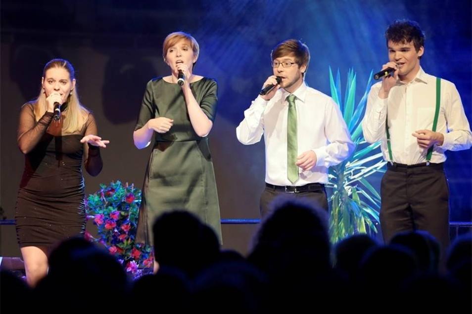 Harmonix sangen ein A-Capella-Musical-Medley.