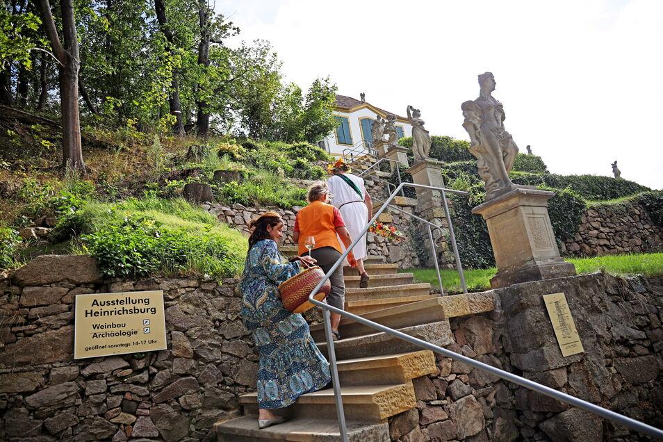 Die Treppe zur Heinrichsburg in Diesbar-Seußlitz kann wieder bestiegen werden. Seit Montag ist sie wieder passierbar.