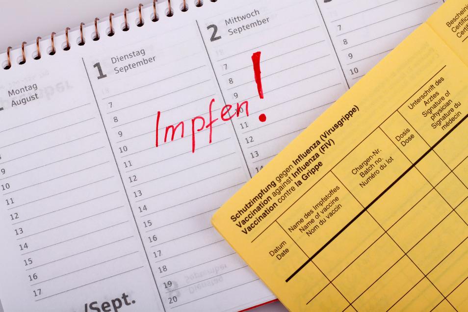 Rechtzeitig vor der nächsten Grippewelle sollte im Herbst ein Impftermin vereinbart werden.