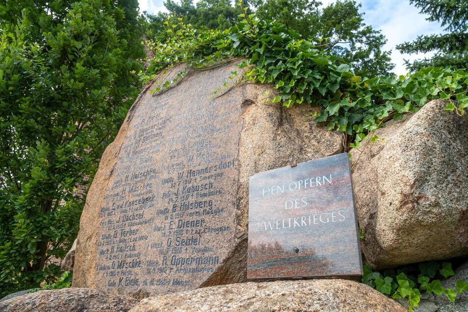 Der Gedenkstein in Kosel wurde 2001 schon einmal restauriert. In dem Jahr kam auch die Gedenktafel für die Opfer des Zweiten Weltkrieges dazu.
