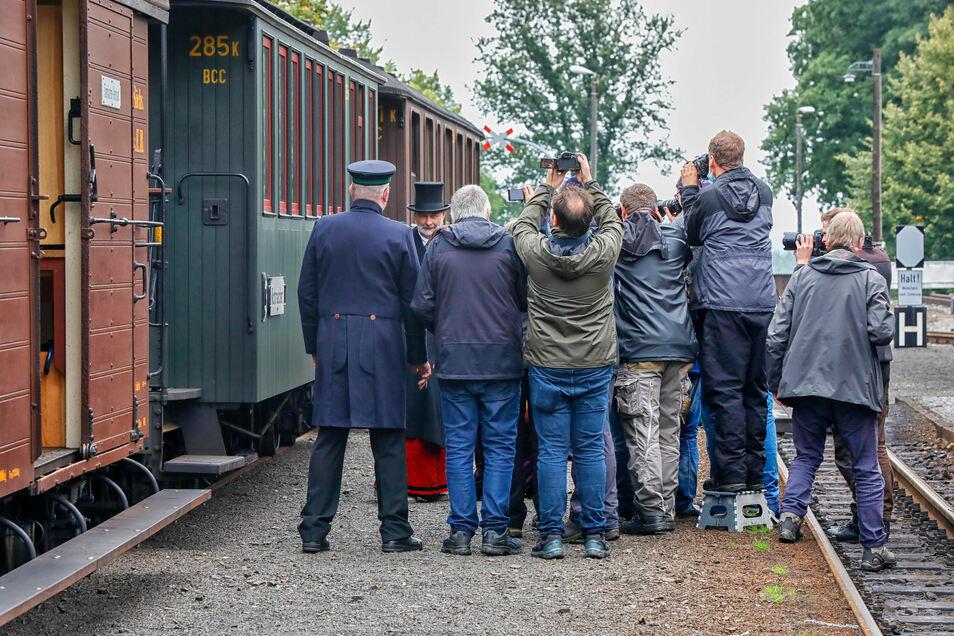 Der Zug und seine Darbieter sind ein wahrlich begehrtes Fotomotiv