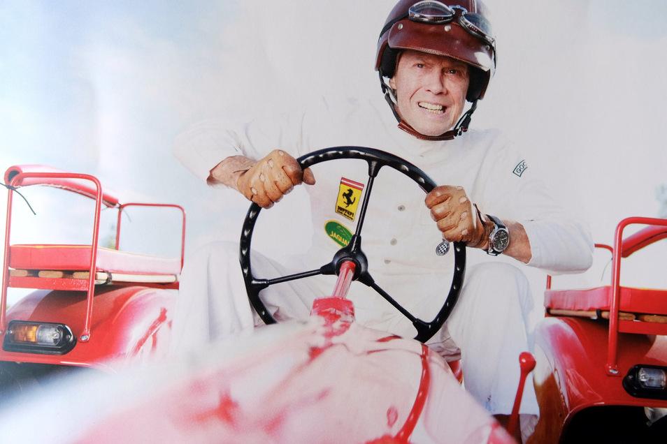 Peter Kraus liebt Oldtimer. Er ist ein großer Fan von klassischen Rennfahrzeugen und betätigt sich gelegentlich noch als Hobbyrennfahrer.