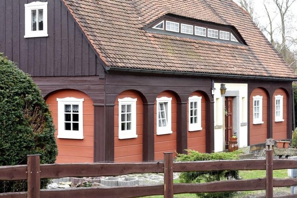 Gehegt und gepflegt: ein Umgebindehaus in der Liebknecht-Straße in Neugersdorf.