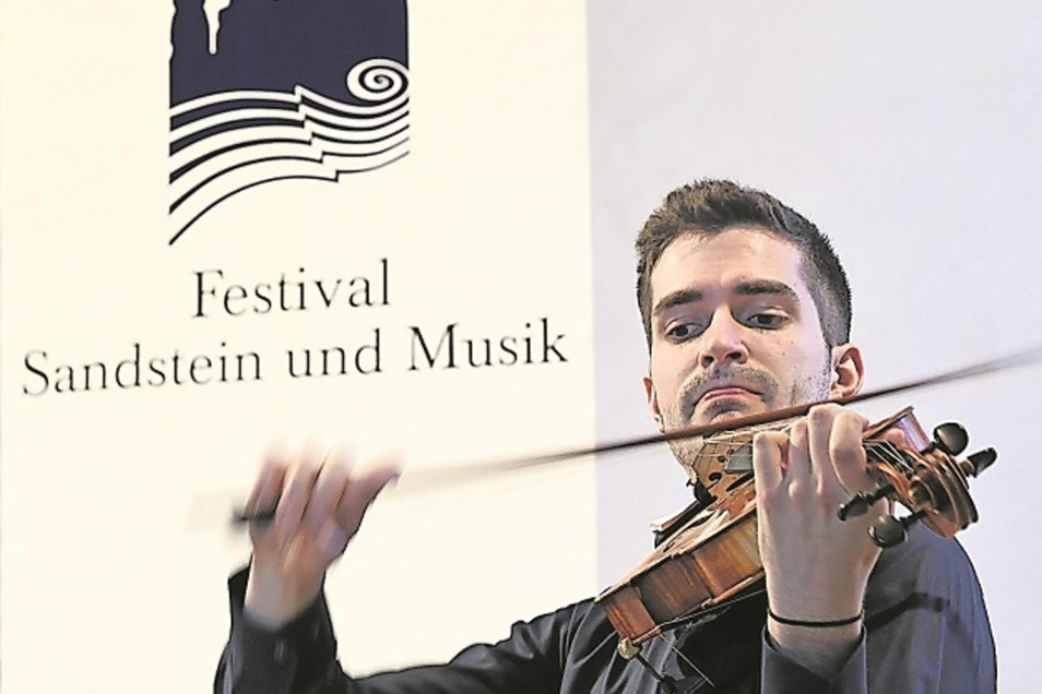 Caspar Vinzens (Viola) überzeugte mit dem Aris Quartett am Sonntag in der Kirche in Struppen.