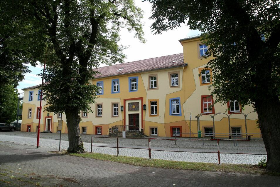 Grundschule in Rothenburg an der Uhsmannsdorfer Straße.