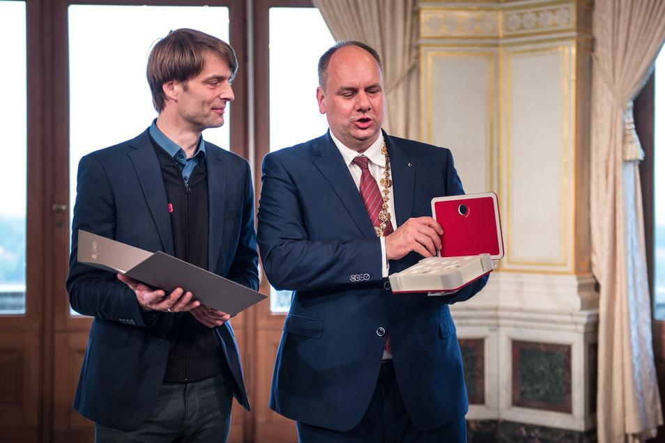 Für die Galerie Ursula Walter nahm Andreas Kempe (l.) einen der Förderpreise entgegen.