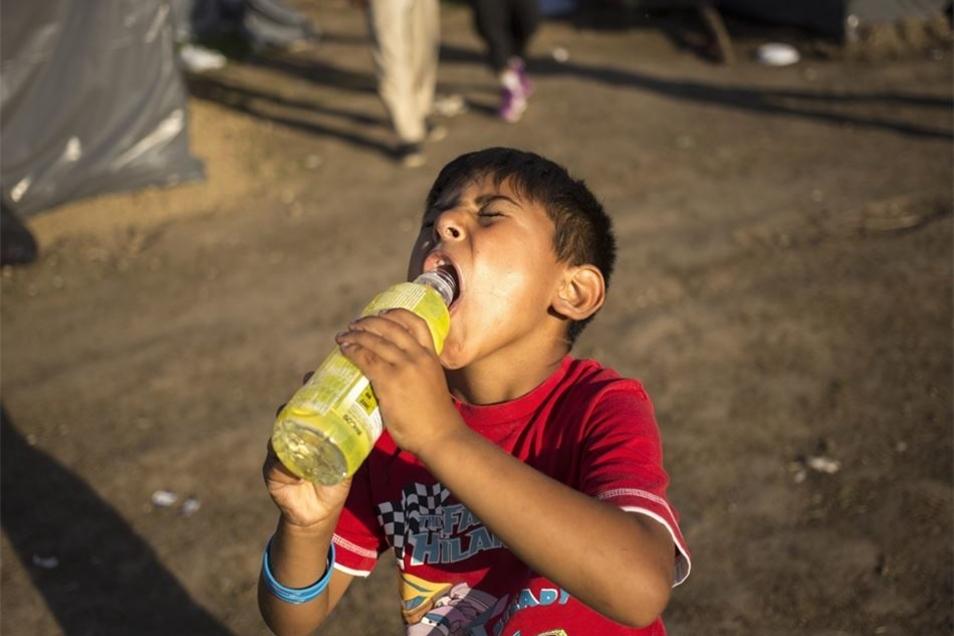 Dort haben es die Kinder unter den etwa 500 Flüchtlingen besonders schwer.