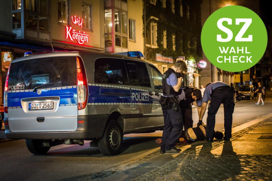 Ein Polizeieinsatz in der Dresdner Neustadt: hier hat sich eine offene Drogenszene etabliert.