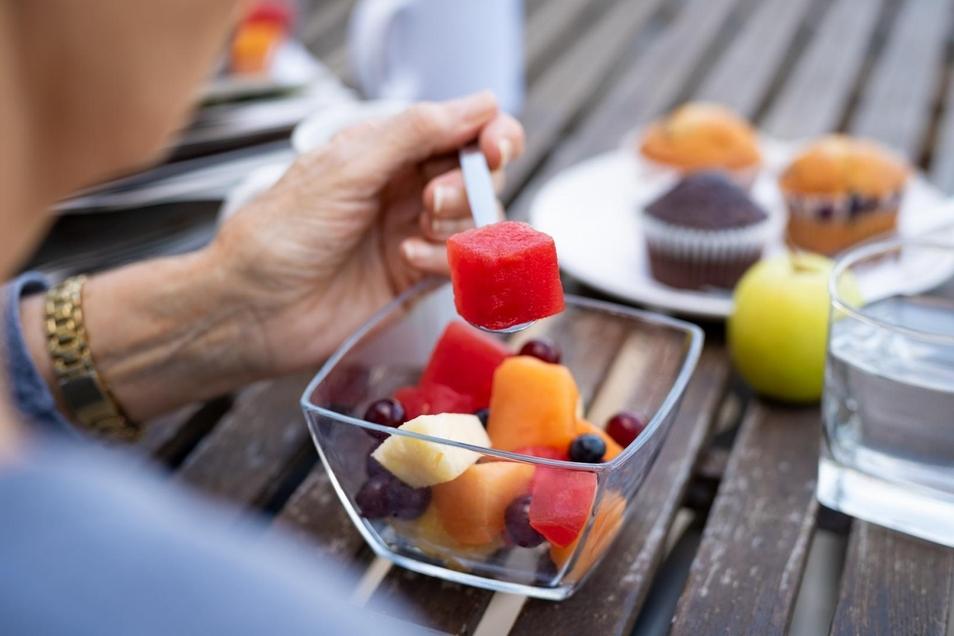 Mit dem Alter lässt auch der Geschmackssinn nach und schmälert damit den Genuss beim Essen.