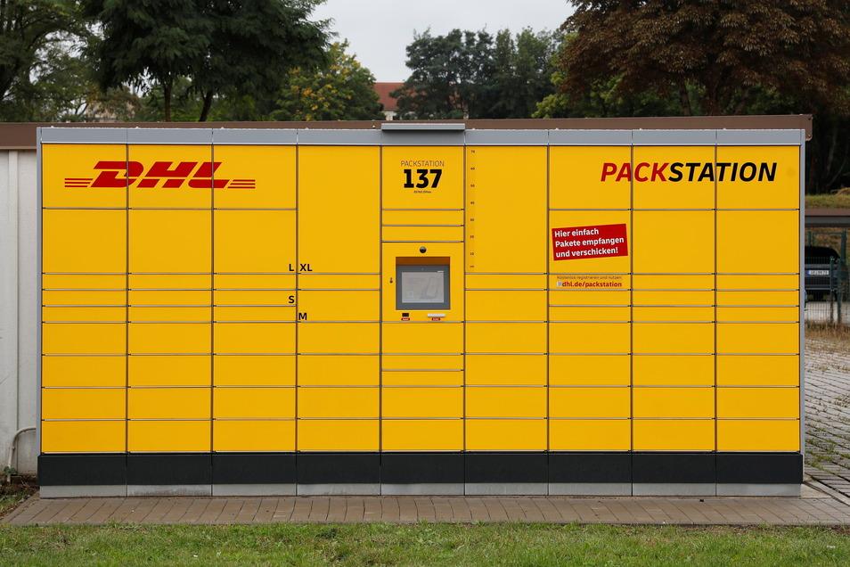 Hier können rund um die Uhr Pakete abgeholt und verschickt werden: Die DHL-Packstation 137 in der Schillerstraße in Zittau.