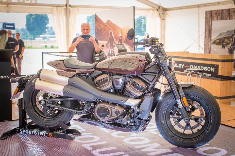 Die Europa-Premiere der neuen Harley Sportster S erregte viel Aufmerksamkeit.