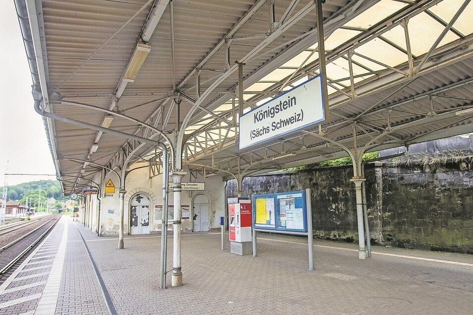 Einladend sieht anders aus: Das Bahnhofsgebäude in Königstein muss im Zuge der Sanierung der B 172 weichen.