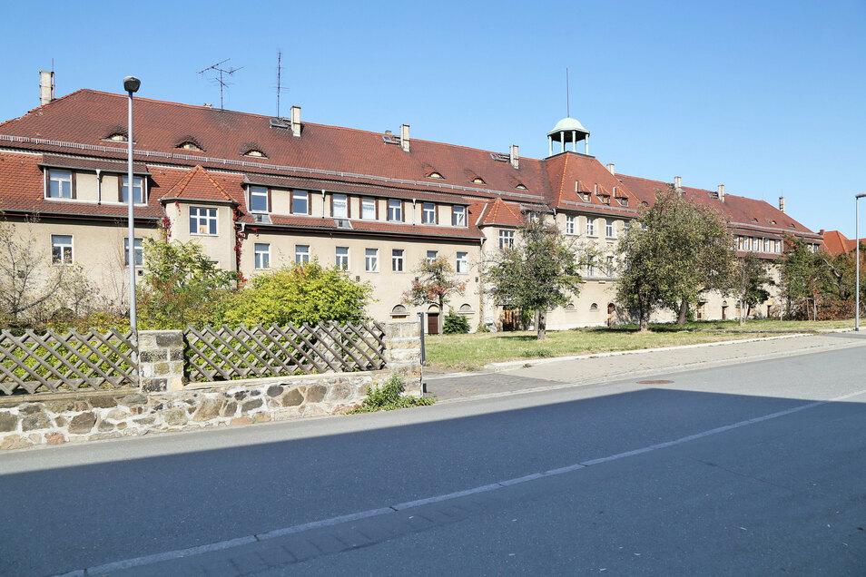 Das Objekt an der Rittergutstraße in Riesa steht schon länger leer. Nun könnten junge Denkmalschützer Teile des Gebäudes erobern.