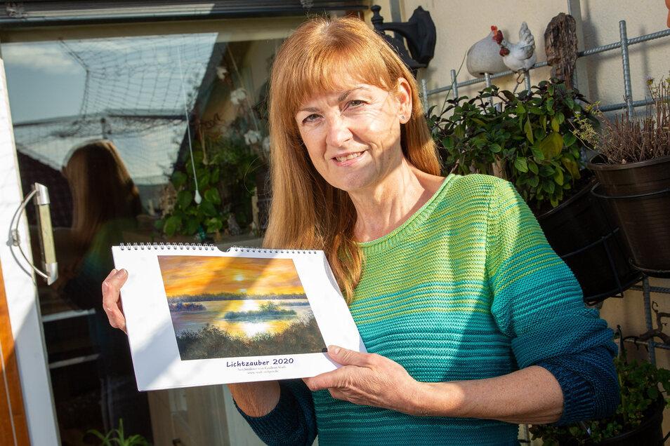 Gudrun Stark hat einen Kalender für 2020 auf den Markt gebracht. Hier werden in den zwölf Monaten des Jahres stimmungsvolle Lichtspiele gezeigt.