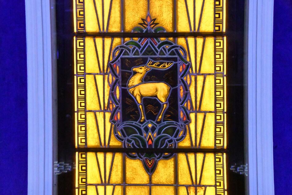 Eines der Motive der ans Licht geholten Bleiglasfenster: der Weiße Hirsch.