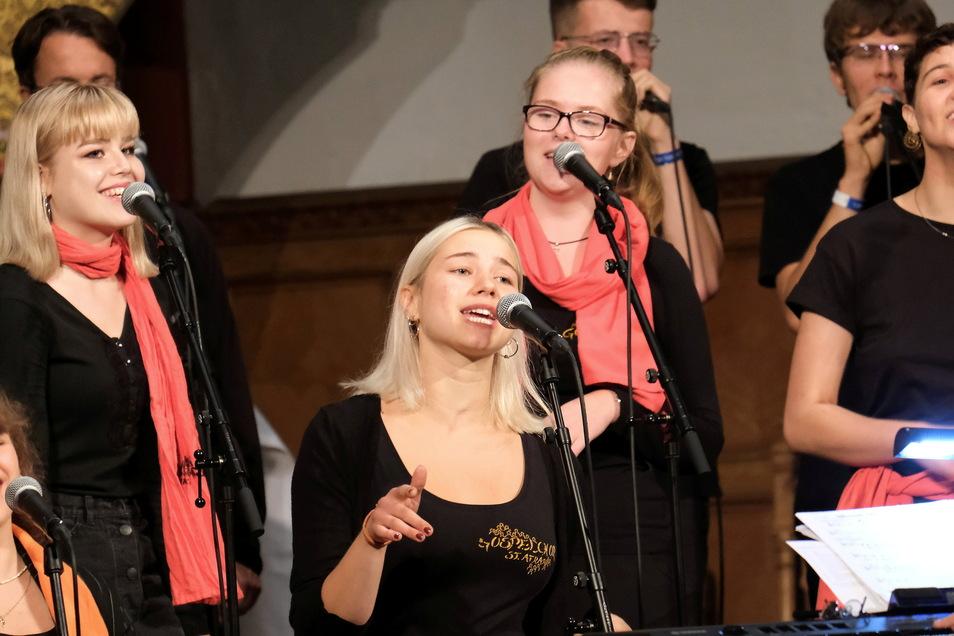 """Der Gospelchor St Afra und Band sorgte mit seinem Konzert """"Glorious"""" für eine volle Frauenkirche."""