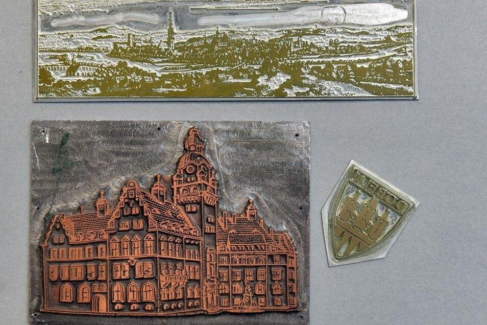 Die beiden Druckplatten mit einer Ansicht des Rathauses und dem Stadtwappen wurden bis 1990 für Werbezwecke genutzt.