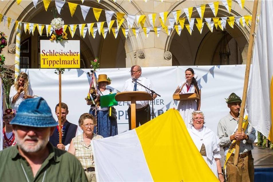 Offiziell eröffnet wurde der Schlesische Tippelmarkt am Sonnabend von Oberbürgermeister Siegfried Deinege ...
