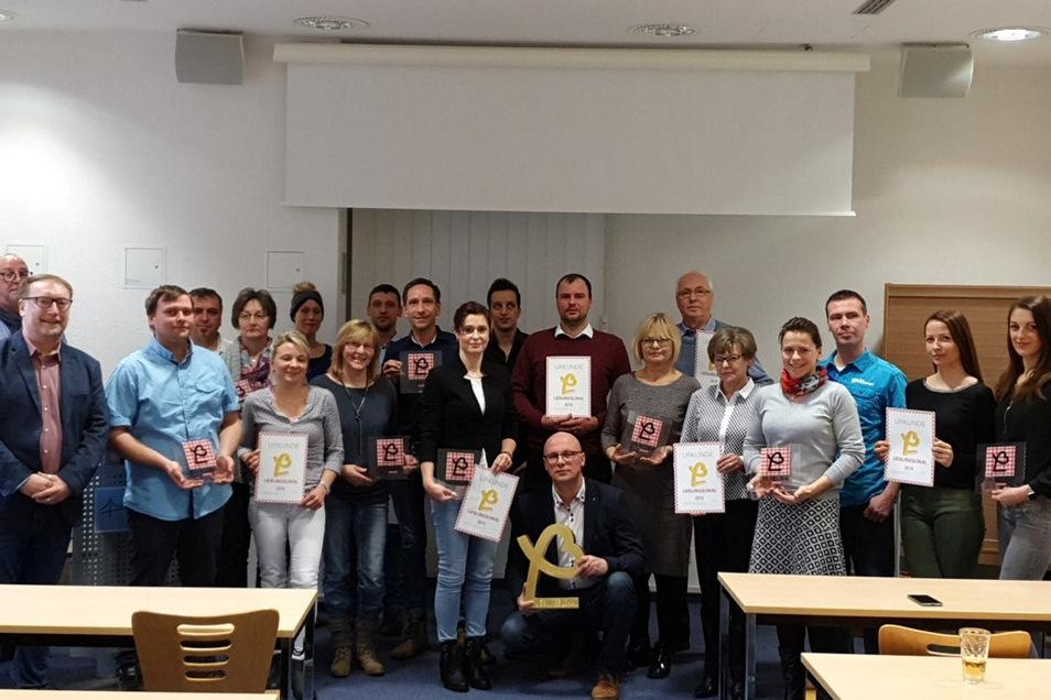 Im Tagungsraum der IHK in Görlitz gab's das Foto mit den Gewinnern.
