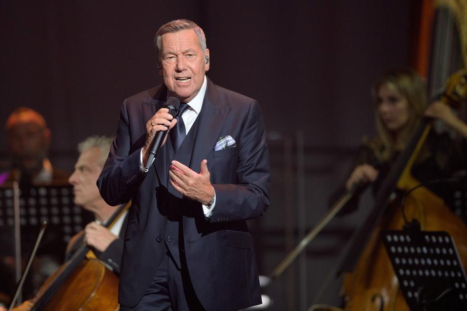 """Eine längere coronabedingten Konzertpause liegt hinter Roland Kaiser. Nun will er seine """"Alles oder Dich""""-Tournee in Riesa starten."""