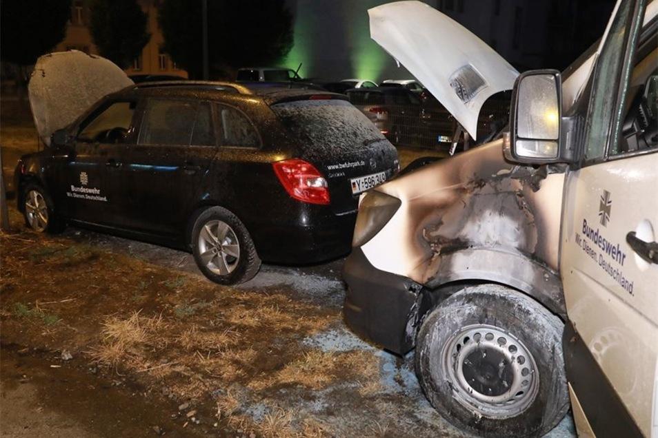 Abgefackelt: Unbekannte zündeten zwei Bundeswehrfahrzeuge an – ein Anschlag zum Tag der Bundeswehr.