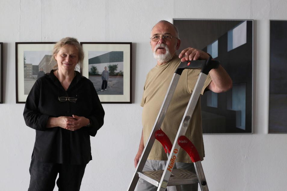 Mit der Idee der Galeristin Sabine Schubert hat sich Ausstellungskurator Jürgen Matschie auf die Suche nach drei Fotografen-Generationen aus der Lausitz gemacht. Die neue Ausstellung versammelt nun 21 Handschriften von Künstlern mit der Kamera.