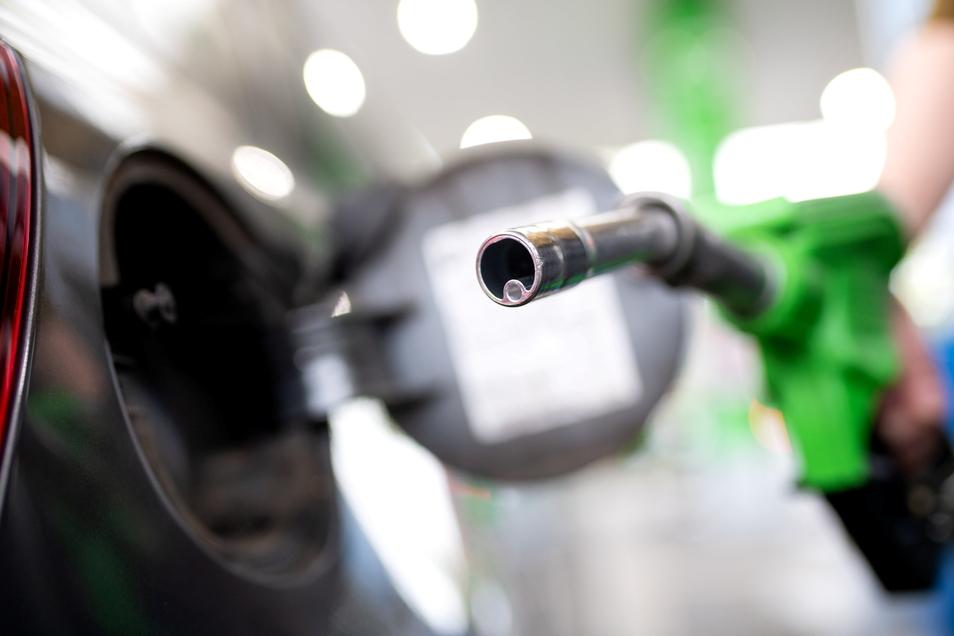 Die Preise an den Tankstellen  schwanken immer schneller - aber weniger stark.