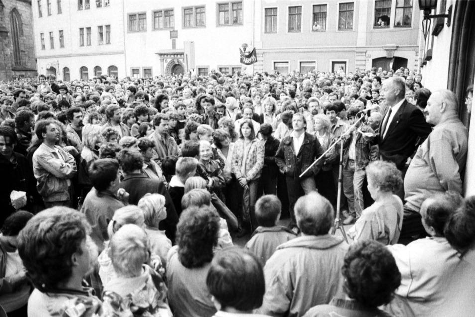 In Meißen erreichte der Protest gegen das DDR-Regime am 24. Oktober 1989 seinen Höhepunkt. Eine im Boden eingelassene Gedenktafel erinnert daran.