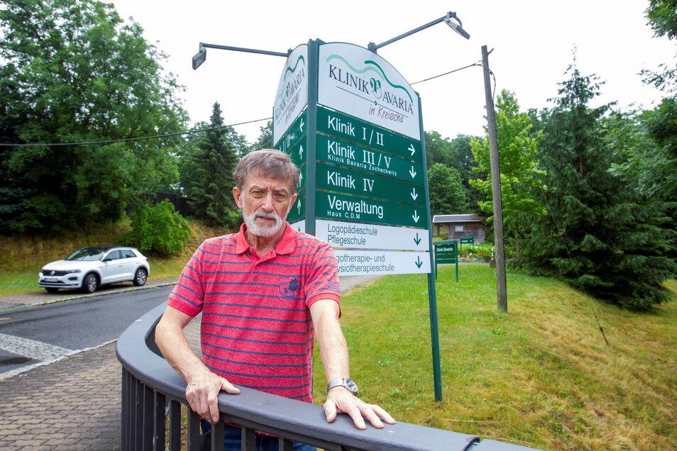 Veit Simolka würde gerne seine Frau in der Bavaria Klinik Kreischa besuchen. Doch dies wird ihm verweigert. Verstehen kann er es nicht.