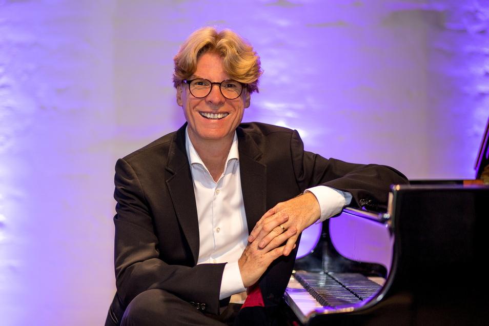 Das Internet der Zukunft könnte Musikerziehung für jeden möglich machen, hofft der Dresdner Klavier-Professor Karl-Heinz Simon.