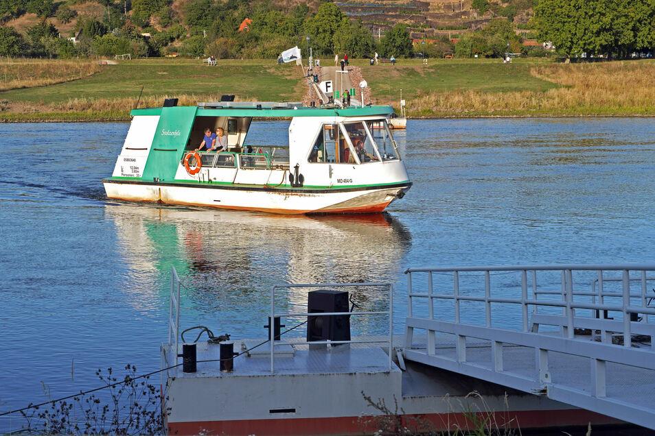 Die Elbfähre Stolzenfels fährt zwischen Diesbar-Seußlitz und Niederlommatzsch. Das Schiff ist Baujahr 1996. Sie ist im Ganzjahresbetrieb unterwegs.