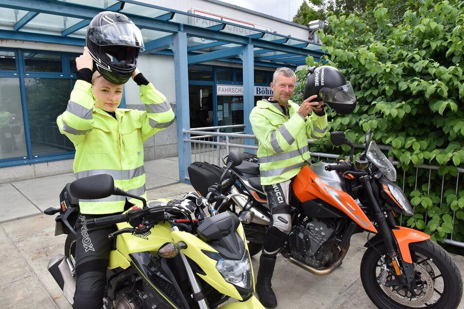 Mandy Schröter hat Glück, sie hat einen Termin für die Motorradausbildung bei Fahrlehrer Torsten Böhme . Hier starten die beiden zu einer Praxisfahrt.