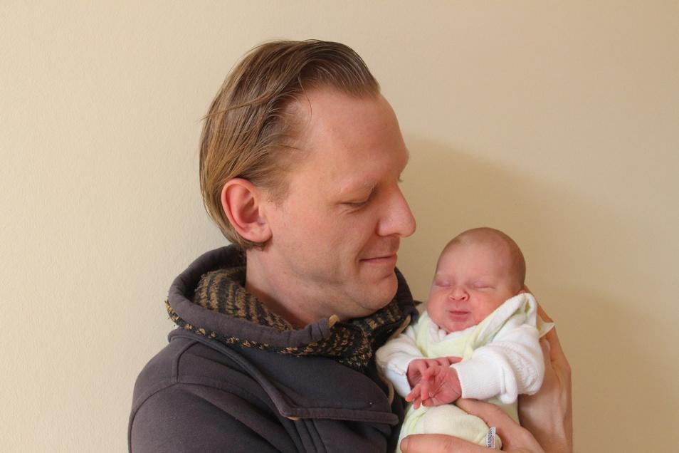 Amilia Geboren am 24. Januar Geburtsort Bautzen Gewicht 2.750 Gramm Größe 46 Zentimeter Eltern Annabell Böhme und Ralf Dahlke Wohnort Bautzen
