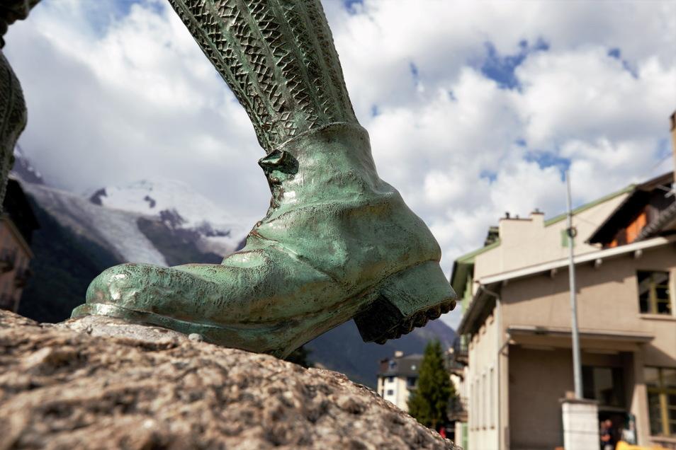 Ein Denkmal für die Erstbesteiger des Mont Blanc in Chamonix.