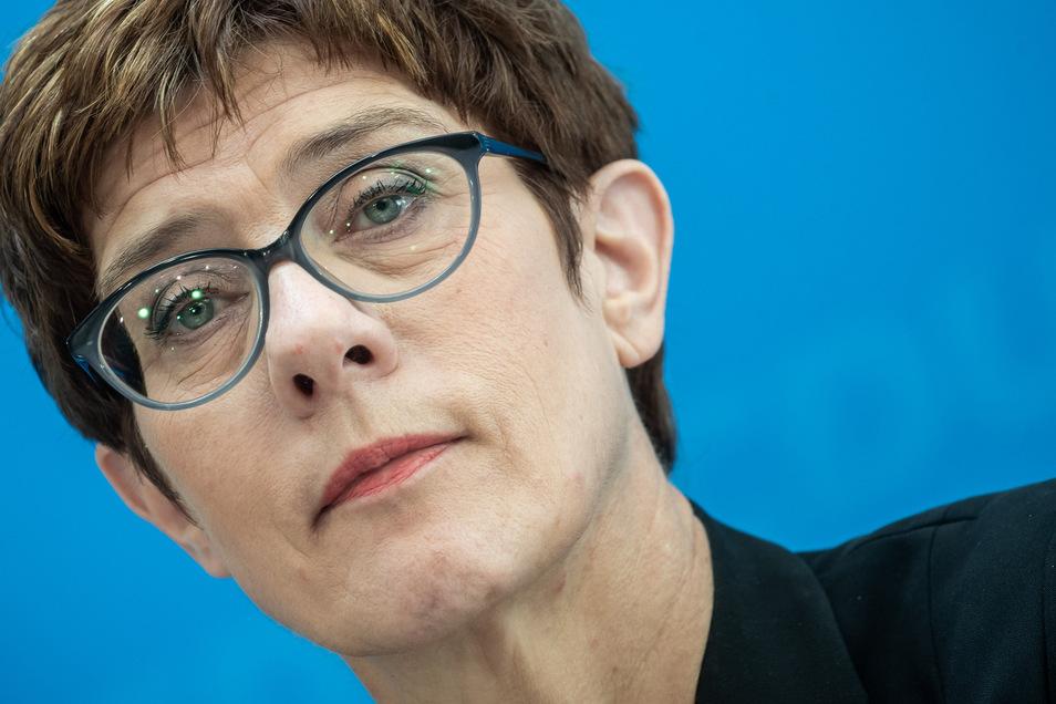 CDU-Chefin Annegret Kramp-Karrenbauer übernimmt das Verteidigungsministerium von Ursula von der Leyen.